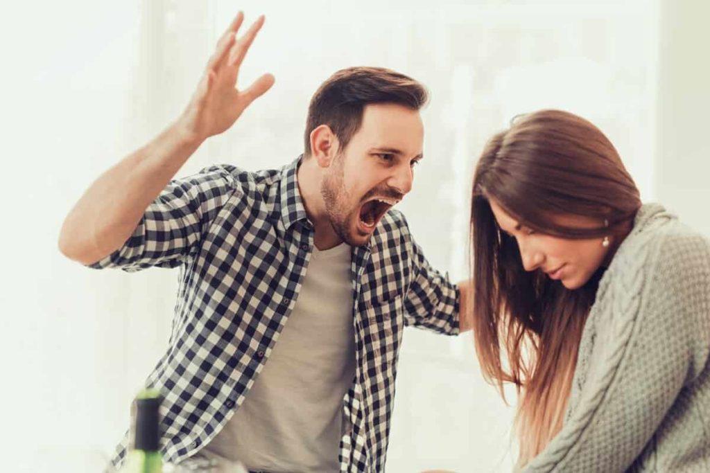 Муж подавляет жену