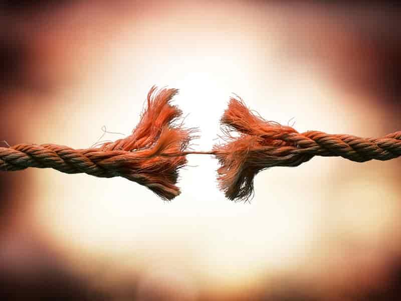 Почему быстрое сближение ведет к разрыву